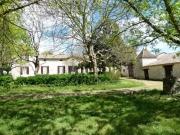 Chartreuse du 18 ème avec maison à restaurer et nombreuses dépendances.