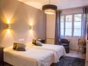 Hôtel-restaurant dans le Gers avec 19 chambres, potentiel de développement.