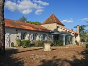 Large house with ouitbuildings near Cahors, 5 minutes from town