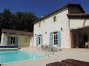 Confortable maison de caractère avec piscine, proche de St Cirq-la-Popie.