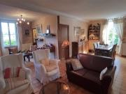 Maison quercynoise avec 4 chambres, 1 gîte,  en village avec commerces