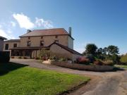 Périgord noir, Grande ferme au calme et vue dominante sur 16 hectares.