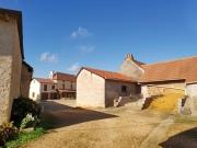 Grande ferme avec dépendances et vue sur plus de 16 hectares.
