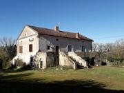 Proche de Cahors dans le Lot, grande ferme sans voisinage.