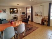 Modern house, 5 bed and breakfast, close to shops, quiet with swimming pool