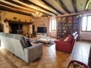 Belle quercynoise avec vue dégagée, sur plus de 2 ha avec maison d'amis