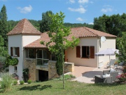 Recent villa of 200m ² on 4000m ², close to shops.