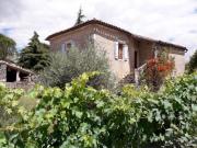 Dans le Parc Régional un mas de trois maisons rénovées, 5 chambres d'hôtes,