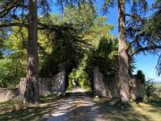 Beau château Gascon avec sa tour du XIème et ses dépendances sur 9 hectares