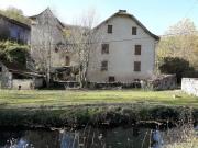 Grande propriété de maître à rénover, rivière, source, grand terrain, Lot.