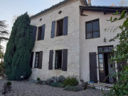 Character house with outbuildings in the Quercy Blanc region
