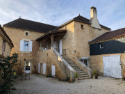 Property with gîtes, on the edge of the Lot, on 8685 m² of land.