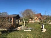 Véritable chalet en bois dominant les Causses du Quercy avec vue dégagée