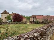 Propriété rurale, ancienne ferme avec grange, proche village, Lot