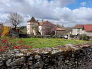 Old typical farmhouse to renovate, barn, near a village, Lot