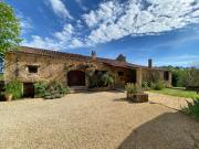 En campagne, ensemble de maisons en pierre, 267 m² sur plus de 5.4 ha