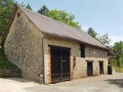 Maison en pierre 18ème, caves voûtées, sur 3 ha avec piscine, dépendances