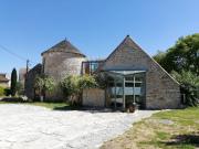 Lot, maison de campagne en pierre avec jardin et dépendance
