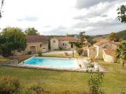 En hameau, propriété en pierre, four à pain, piscine, dépendances, puits