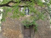En hameau dans le Périgord Noir, maison en pierre sèche à restaurer