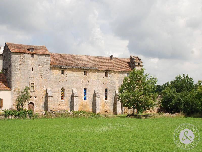 rare petite abbaye du xii me si cle au confins du lot et de l 39 aveyron. Black Bedroom Furniture Sets. Home Design Ideas