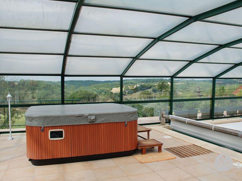 Maison d 39 architecte avec piscine couverte et terrain for Maison container terrain non constructible