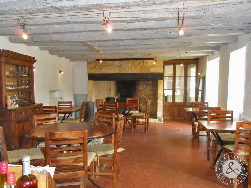 Former post office in black perigord for Chambre d hotes for sale