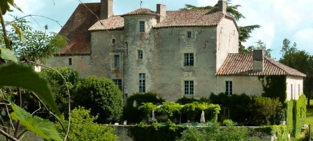 Castle from the 14th century with 2 gites and large barn in south of France