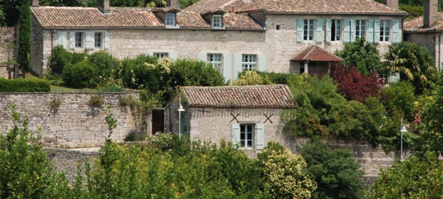 Beautiful luxurious house from the 17th century with views on the Pyrenees.