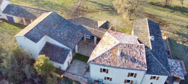 Country house with several outbuildings in 9,5 hectares