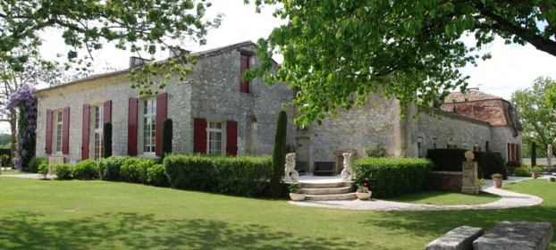 Superb chartreuse on the riverside between Bordeaux and Bergerac