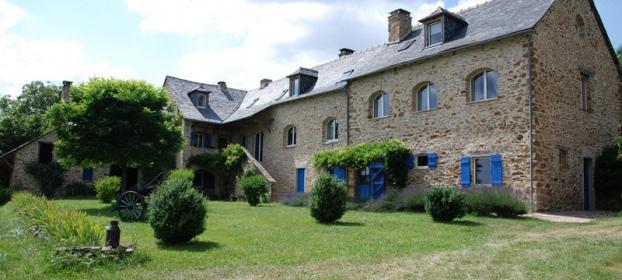 A 35 mn de Rodez, ensemble immobilier de caractère avec grange.