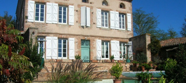 Ancien Presbytere 35 mns from Toulouse with nice views over the Pyrénées.