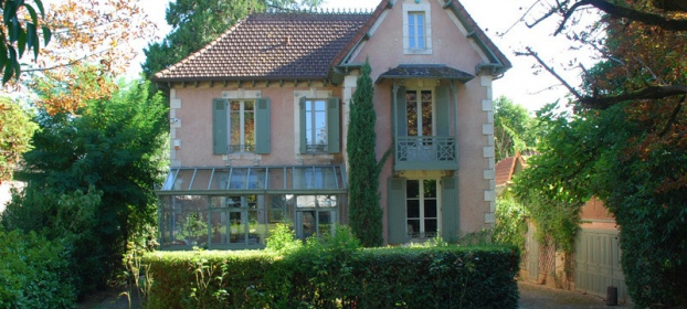 Renovated Maison de maître, outbuilding, pool and pool house on park.
