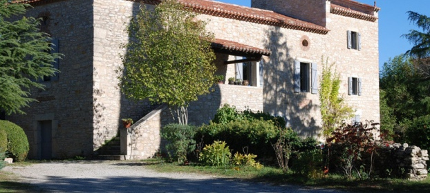 Close to Cahors, character house with swimming pool and outbuildings