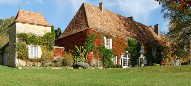 In the Perigord, close to Bergerac, 18th century property with large meadow