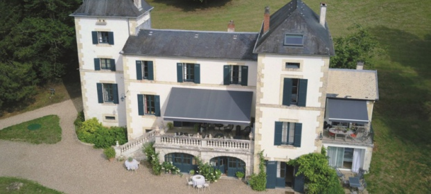 Close to Perigeux, comfortable chateau 19 century with gest house