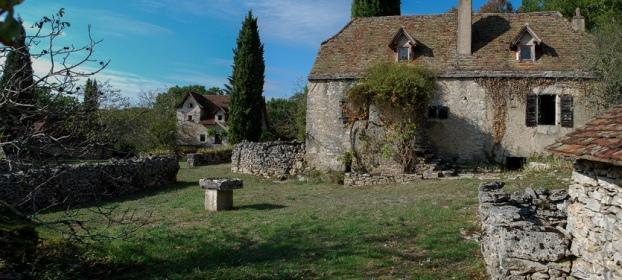 Hameau de 3 maisons, grange, four à pain, idéal gites, chemin de St Jacques