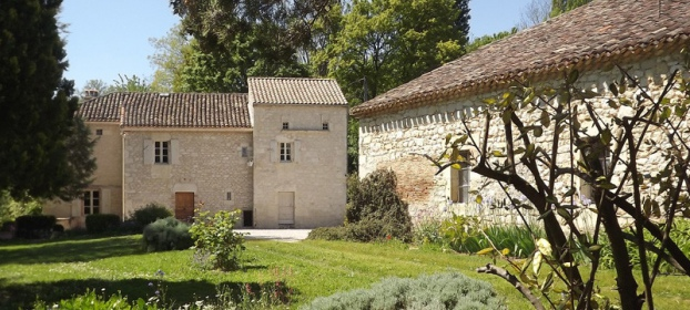 Old charming farmhouse, 2 dwellings and outbuilding