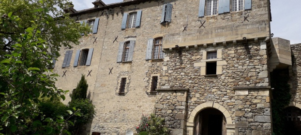 Village castle for sale in the Aveyron, medieval origins, B&B
