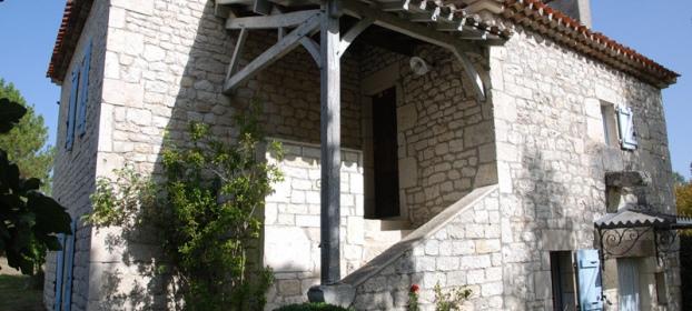 Proche Cahors, maison de campagne avec dépendances aménagéees.