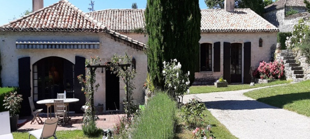 Charming character property with 16th century tower in Quercy Blanc