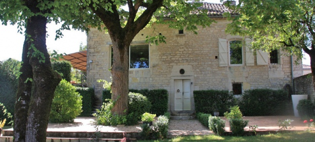 Character house with outbuilsings,  pool, gite, dovecote close to Cahors