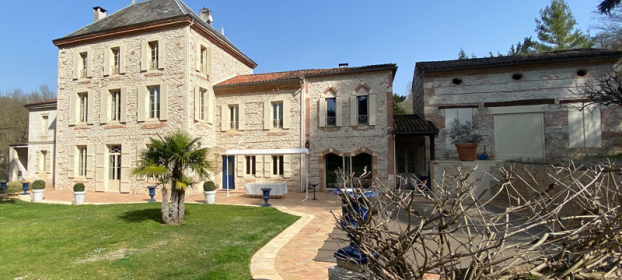 Sector agenais. Magnificent mansion, park with trees and heated pool