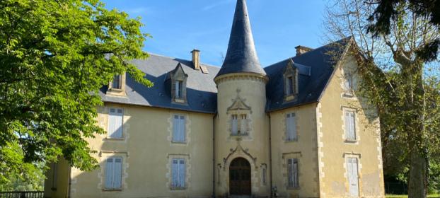 Beau château du XIXème et sa maison de gardien sur 1,6ha