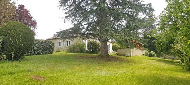 Belle maison en pierre avec piscine, 3 chambres sur 5000 m² de terrain