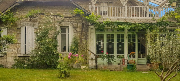Cahors, architect house early 20th, built on cellars, garage, garden