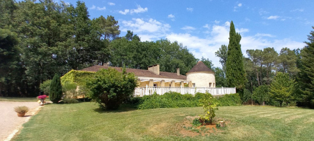 Lot en Bouriane, contemporary house and remains of a 16th century priory