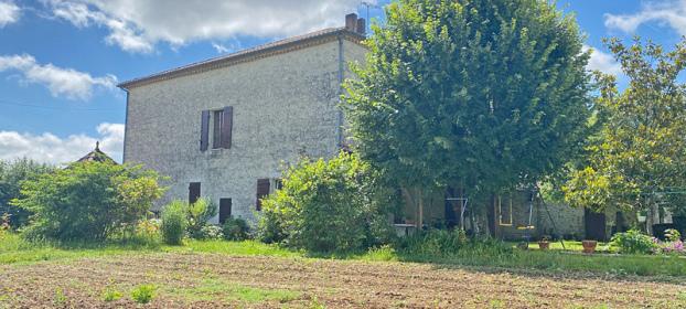 Large stone house with garden in Tarn et Garonne