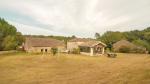 Beau corps de ferme avec grand lac, piscine, maisons d'amis et granges, 9ha